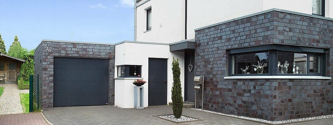 Garagen-Sektionaltor mit Nebentür